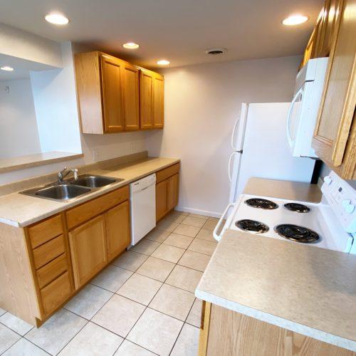 16-S-High_Apt-101_Photo_6_Kitchen_Athens_Ohio_45701